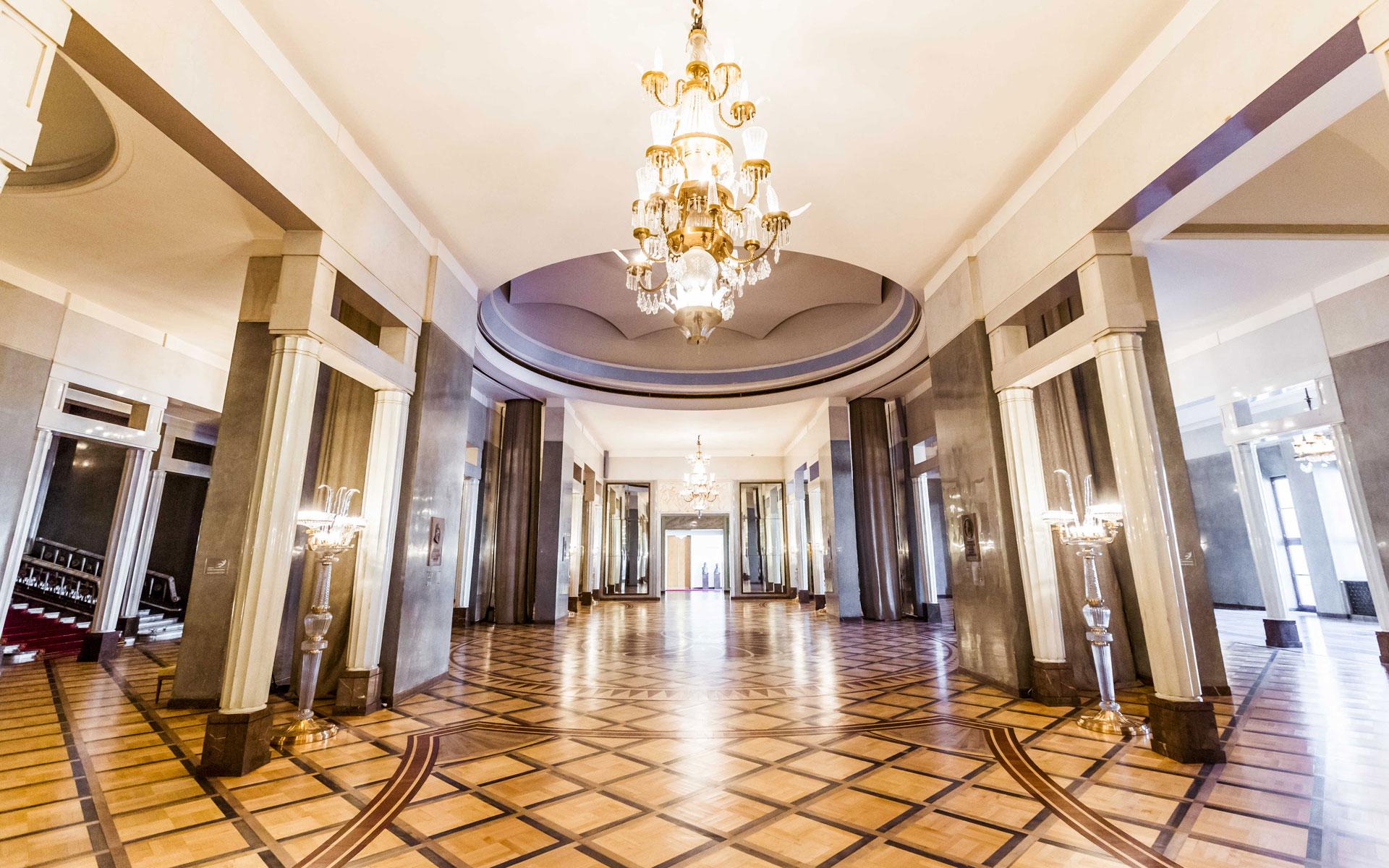 Opera House Foyer : Foyer teatr wielki opera narodowa